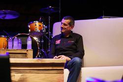Guenther Steiner, Haas F1 Team director del equipo en el foro de los fans