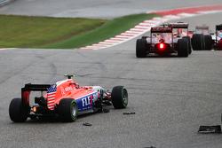 Александер Россі, Manor Marussia F1 Team is involved in a collision на початку гонки