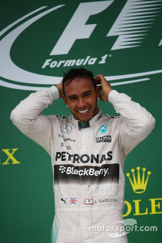 Podium: Winnaar en wereldkampioen Lewis Hamilton, Mercedes AMG F1