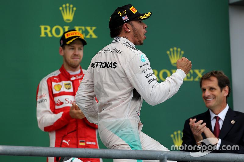 Podium: 1. und Weltmeister 2015, Lewis Hamilton, Mercedes AMG F1 Team