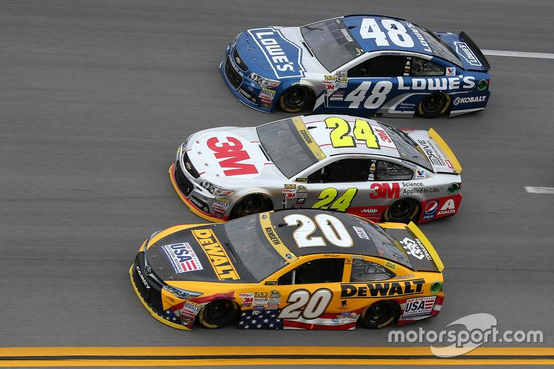 Метт Кенсет, Joe Gibbs Racing Toyota та Джефф Гордон та Джіммі Джонсон, Hendrick Motorsports Chevrolets