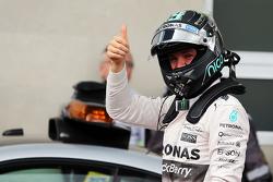 Ganador de la pole Nico Rosberg, Mercedes AMG F1