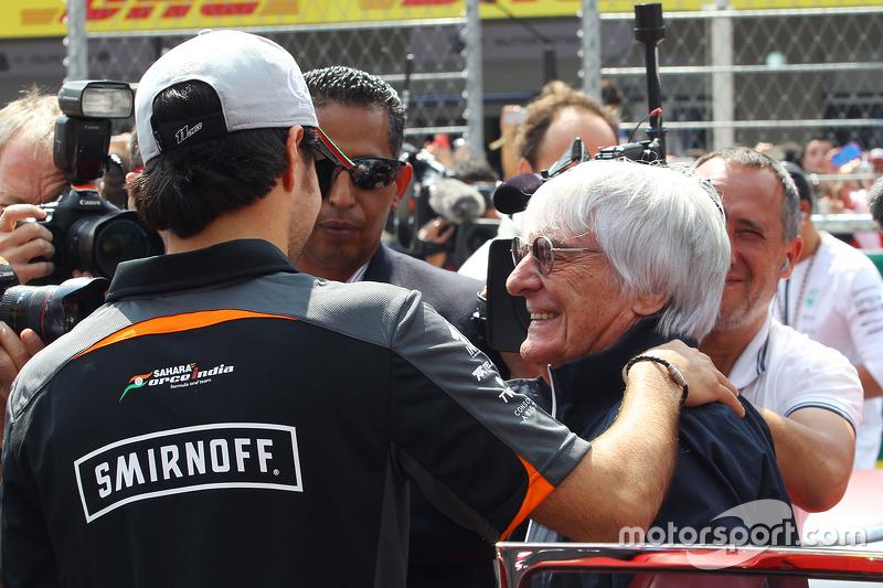 Sergio Pérez, Sahara Force India F1 VJM08 con Bernie Ecclestone, en el desfile de pilotos.