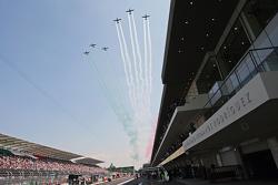 los aviones de la fuerza aérea mexicana pasan por el Autódromo Hermanos Rodríguez