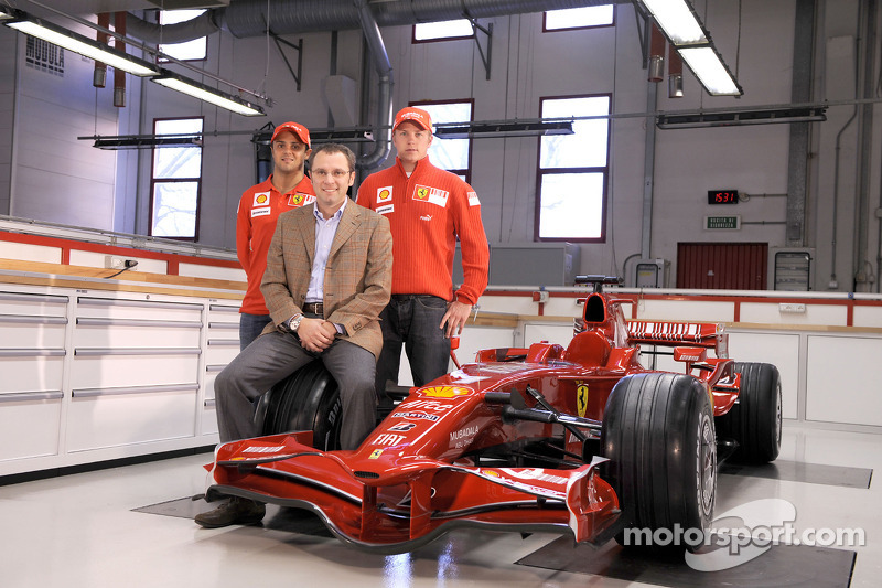 Kimi Raikkonen, Felipe Massa and Stefano Domenicali pose with the new Ferrari F2008