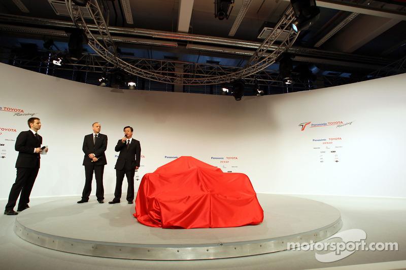 John Howett, Toyota Racing, President TMG and George Tadashi Yamashina, Toyota Motorsport Vice Chairman