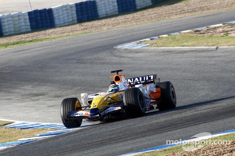 Alvaro Parente tests for Renault F1 Team
