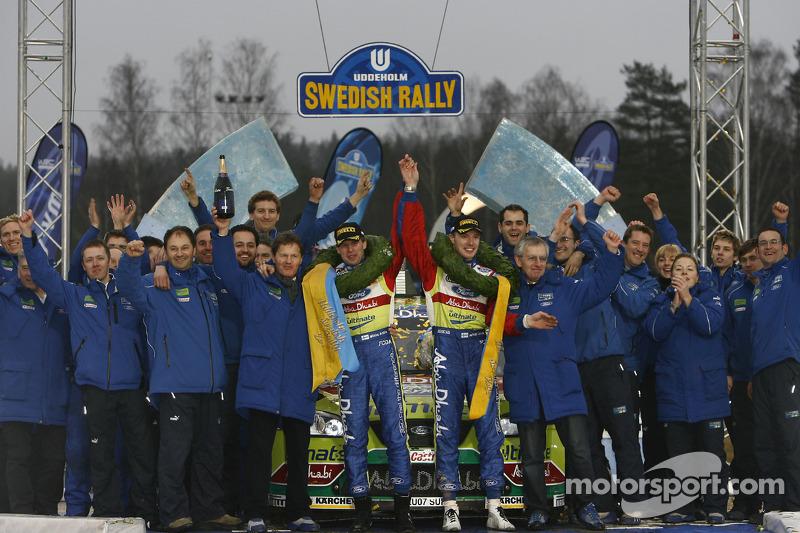 Подіум: переможці Ярі-Матті Латвала та Міікка Анттіла, Ford Focus RS WRC 07