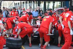 Scuderia Ferrari, F2008, practice pitstop