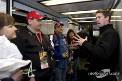 Carl Edwards speaks with Office Depot guests