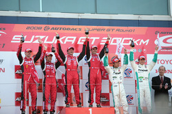 GT500 podium: class and overall winners Satoshi Motoyama and Benoit Treluyer, second place Michael Krumm and Masataka Yanagida, third place Juichi Wakisaka and Andre Lotterer