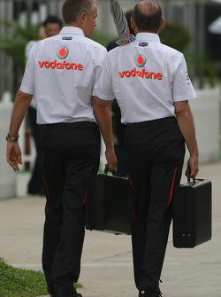 Martin Whitmarsh, McLaren, Chief  Director Ejecutivo y Ron Dennis, Presidente de McLaren y director del equipo