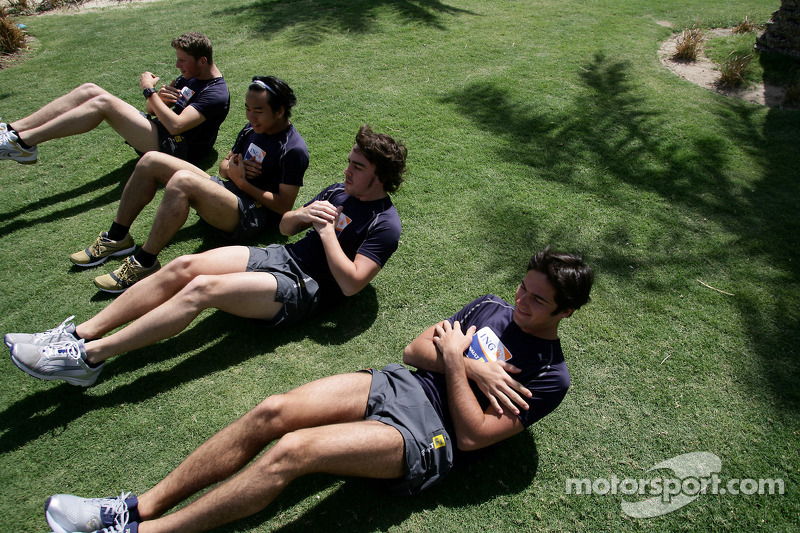 Renault F1 drivers training in Bahrain: Romain Grosjean, Renault R28, Sakon Yamamoto, Renault R28, Fernando Alonso, Renault R28 and Nelson A. Piquet, Renault R28 do some sit ups