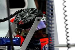 A fan cools down Robert Kubica,  BMW Sauber F1 Team