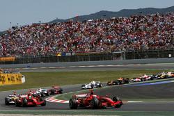 Start: Kimi Raikkonen, Scuderia Ferrari, F2008 leads Felipe Massa, Scuderia Ferrari, F2008