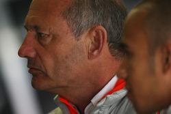 Руководитель команды McLaren Рон Деннис и Льюис Хэмилтон, McLaren Mercedes