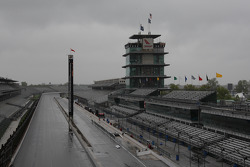 A rain soaked front stretch on day two of qualifications