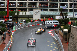 Jarno Trulli, Toyota Racing leads Nelson A. Piquet, Renault F1 Team