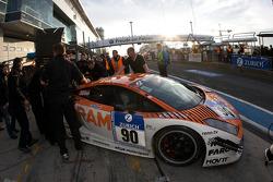 #90 Raeder Motorsport Lamborghini Gallardo: Hermann Tilke, Dirk Adorf, Patrick Simon in the garage with technical problems