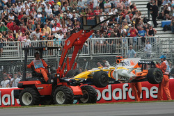 Fernando Alonso, Renault F1 Team, stopped on track