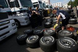 Williams F1 Team members at work