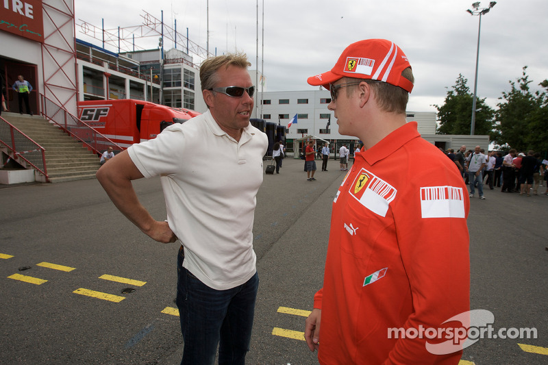Kimi Raikkonen, Scuderia Ferrari, discusses with J.J. Lehto