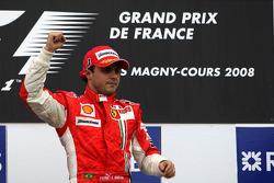 Podio: ganador de la carrera Felipe Massa celebra