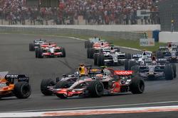 Start: Heikki Kovalainen, McLaren Mercedes, and David Coulthard, Red Bull Racing