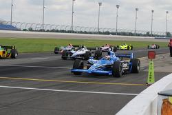 Scott Dixon et al leave the pits