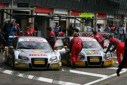 Александр Према, Audi Sport Team Phoenix, Audi A4 DTM и Оливер Джарвис, Audi Sport Team Phoenix, Audi A4 DTM в гараже