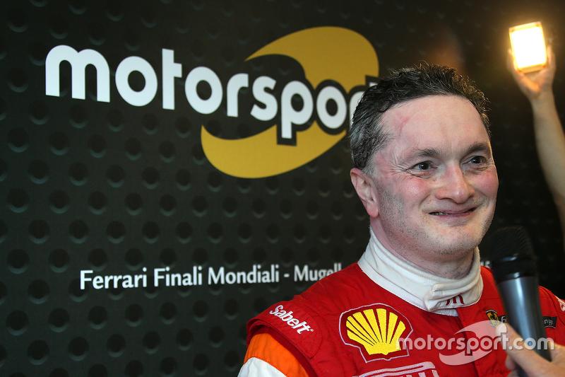 #180 Kessel Racing Ferrari 458 Italia: Gautam Singhania, mit der Presse