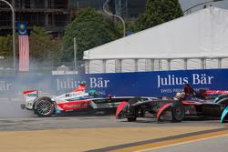 Ник Хайдфельд, Mahindra Racing и Жан-Эрик Вернь, DS Virgin Racing Formula E Team вылетели с трассы