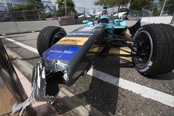 L'auto incidentata di Oliver Turvey, NEXTEV TCR Formula E Team