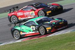 #46 Octane 126 Ferrari 458: Max Balncardi con #27 Rossocorsa - Pellin Racing Alessandro Vezzoni