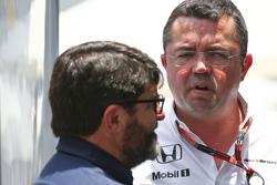 (Kiri ke Kanan): Luis Garcia Abad, Driver Manager dengan Eric Boullier, McLaren Racing Director