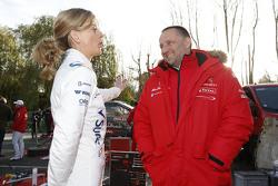 سوزي وولف مع إيف ماتون، مدير فريق سيتروين العالمي للراليات