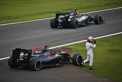 Fernando Alonso, McLaren MP4-30 stopt op het circuit