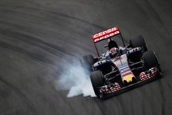 Max Verstappen, Scuderia Toro Rosso STR10 bloque une roue au freinage