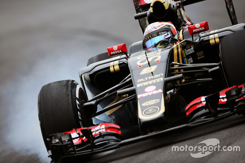 Romain Grosjean, Lotus F1 E23 locks up under braking