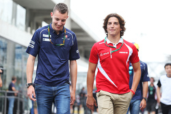 (L to R): Раффаеле Марчелло, Sauber F1 Team Тестовий та резервний гонщик з Роберто Мері, Manor Marussia F1 Team