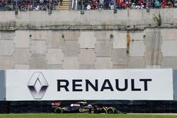 Pastor Maldonado, Lotus F1 E23 met reclamebord Renault