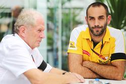 Dr Helmut Marko, Red Bull Motorsport Consultant met Cyril Abiteboul, Renault Sport F1 Managing Director