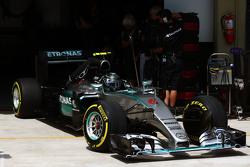 Nico Rosberg, Mercedes AMG F1 W06 lascia la pitlane