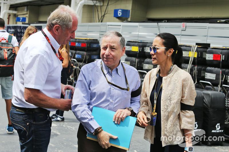 Dr. Helmut Marko, Red Bull, mit FIA-Präsident Jean Todt und dessen Frau Michelle Yeoh