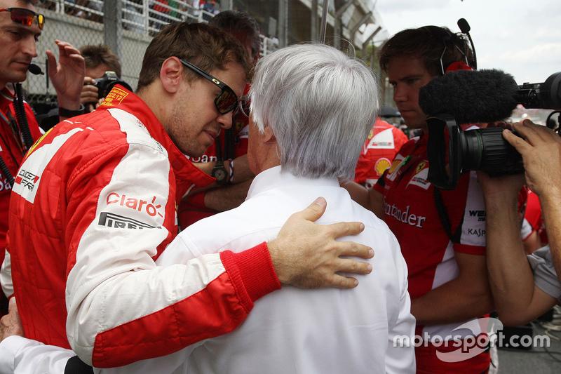 Sebastian Vettel, Ferrari con Bernie Ecclestone en la parrilla