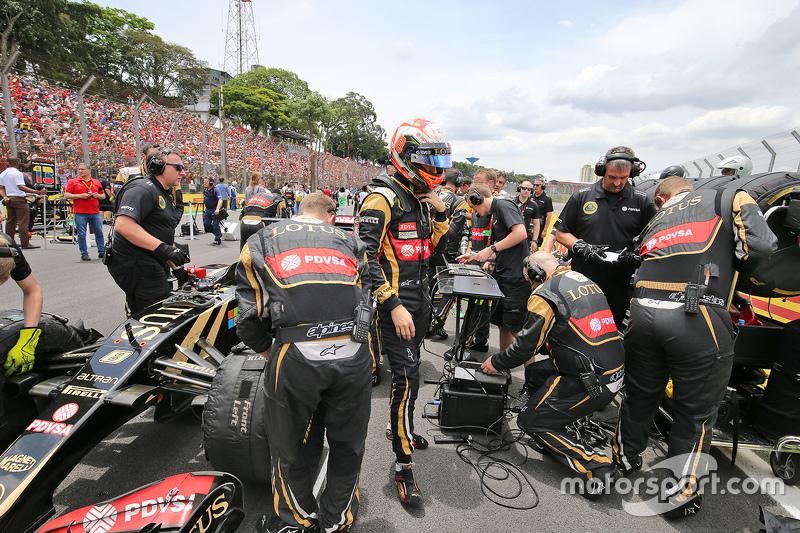 Romain Grosjean, Lotus F1 E23 on the grid