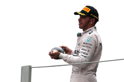 Podio: secondo Lewis Hamilton, Mercedes AMG F1 Team