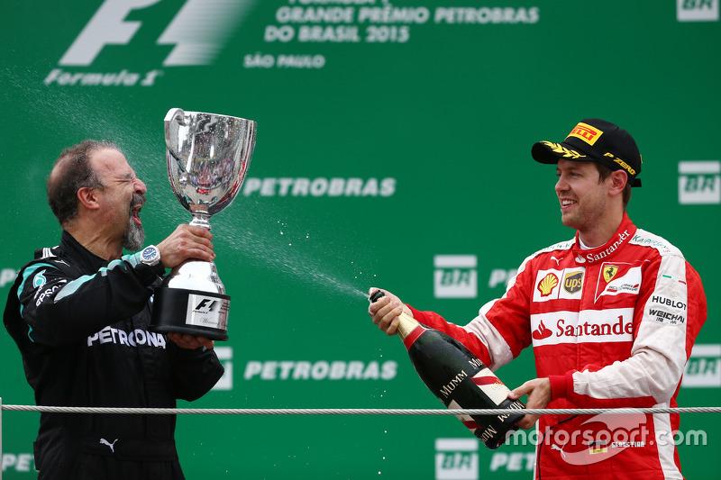 James Waddell, Mercedes AMG F1 con el terecr lugar Sebastian Vettel, Ferrari SF15-T