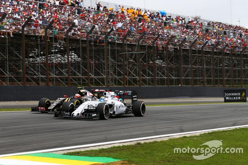 Felipe Massa, Williams FW37, und Romain Grosjean, Lotus F1 E23, im Zweikampf