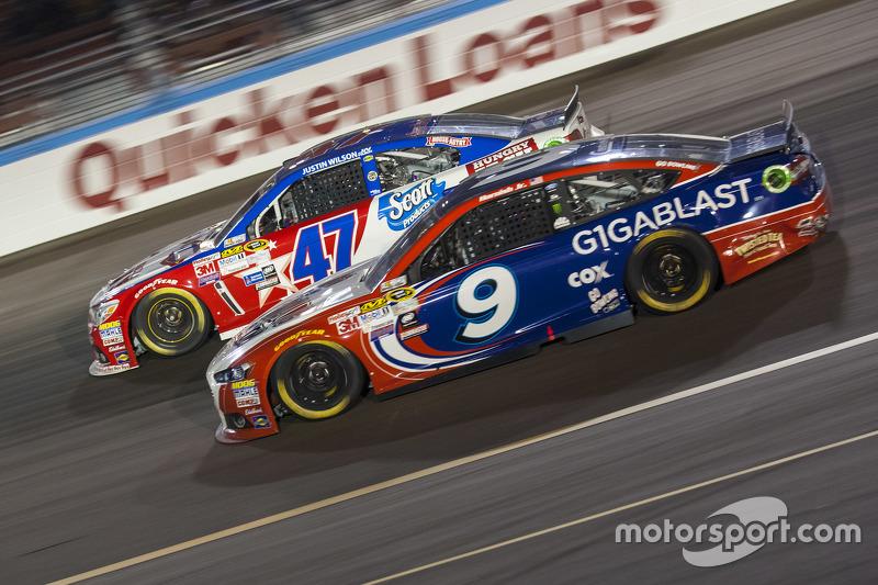 Sam Hornish Jr., Richard Petty Motorsports Ford; A.J. Allmendinger, JTG Daugherty Racing Chevrolet
